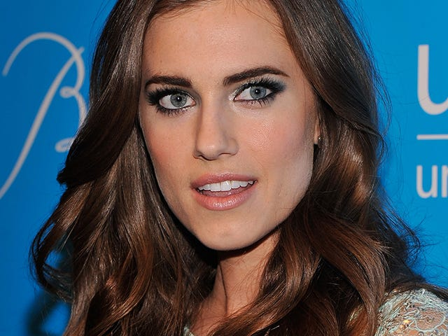 Allison Williams Speaking at Yale in Impossible-To-Get-Into Event