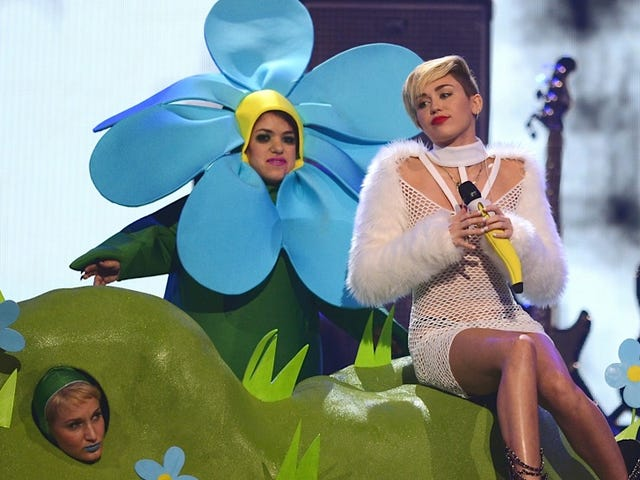 Miley Cyrus Plans on Escalating Her Sinéad O'Connor Feud on SNL