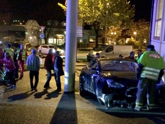 Tesla model S crashes - Does NOT end in a fiery death!