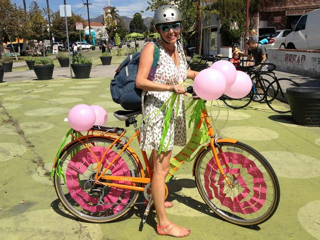 """Can Saying """"People on Bikes"""" Instead of """"Cyclists"""" Make Biking Safer?"""