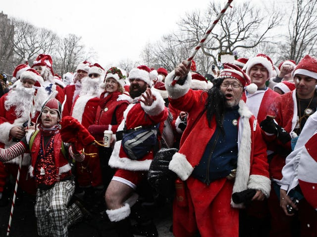 Thousands of Santas Take Part In Annual Bar Crawl Thru NYC