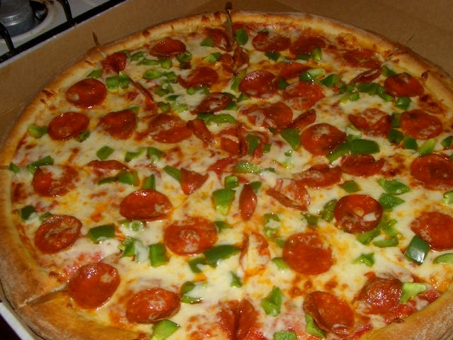 Một kỹ sư giải thích lý do tại sao bạn nên luôn đặt hàng pizza lớn hơn