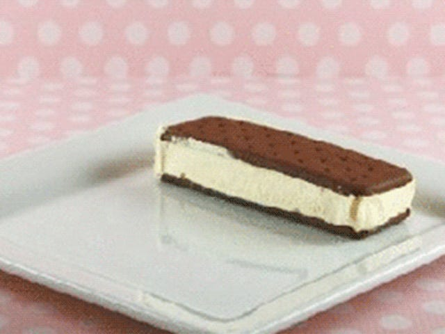 Make yourself an awesome cake with ice cream sandwiches in five minutes