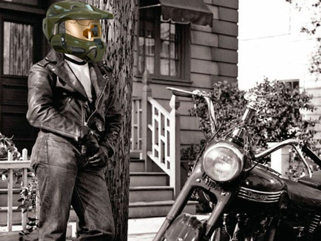 Heads Up, Bikers: A Master Chief Motorcycle Helmet Is On Its Way