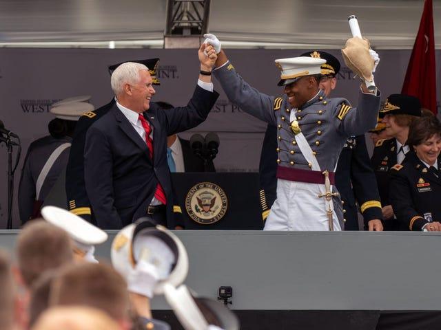 Ang West Point ay Nagtapos ng Karamihan sa Magkakaibang Klase Kailanman, Nalagpasan Ito Sa Mike Pence Speech