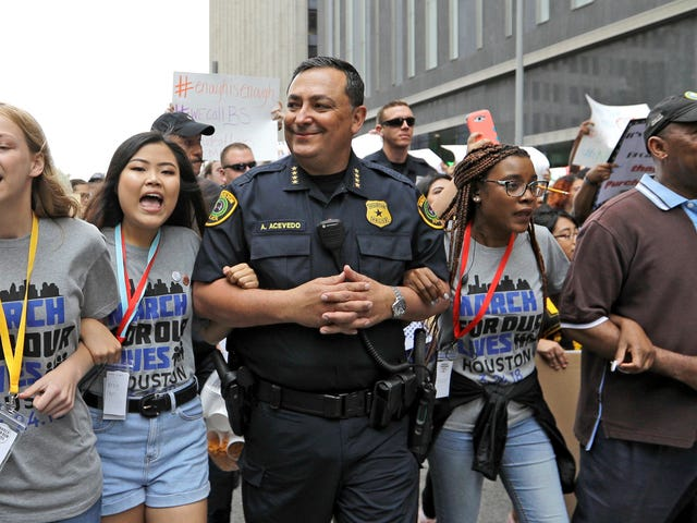 Houston Police Chief Says It's Time to 'Ask God's Forgiveness' for Inaction on Gun Control