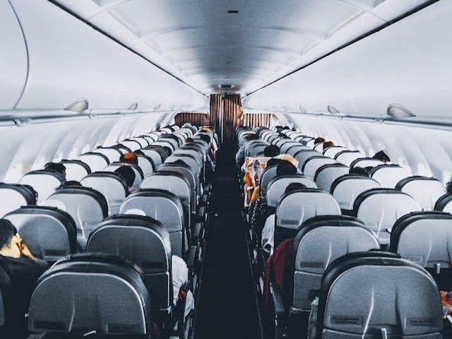 El descubrimiento de cámaras instaladas en los asientos de dos aerolíneas abre nuevas preguntas sobre privacidad en el avión