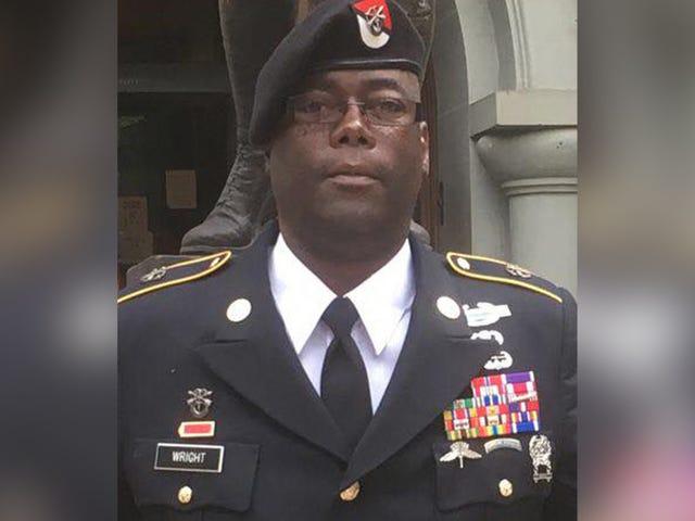 """Det visar sig att den här """"dekorerad arméhjälten"""" måste ha tjänat en utmärkad medalj för att låta-ass ljugare"""