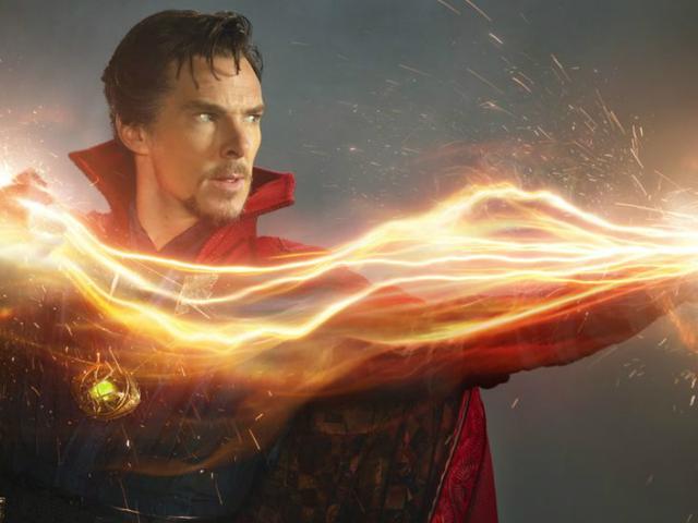 Se Benedict Cumberbatch's Doctor Strange Ta Manhattan Street och Beg till en Meme