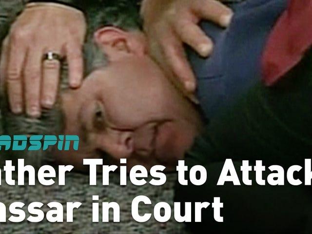 複数の被害者の父がラリー・ナッサルを裁判所で攻撃しようとしている