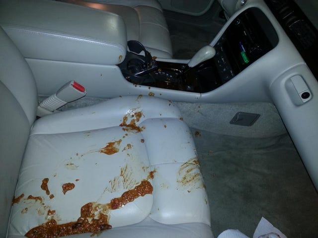 Mười bữa ăn nhanh bạn không nên ăn trong xe