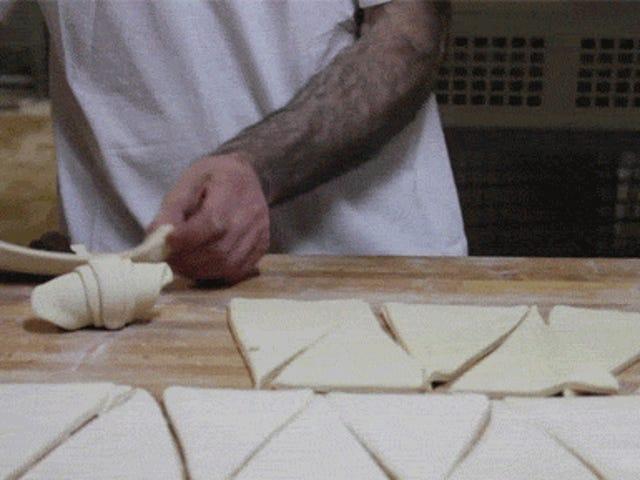 Vidéo: La beauté de la fabrication de croissants
