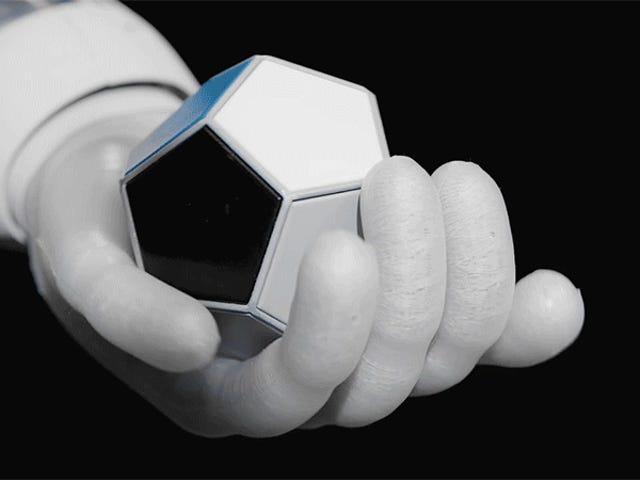 Questa mano robotica incredibilmente agile insegna a se stessa come gestire gli oggetti