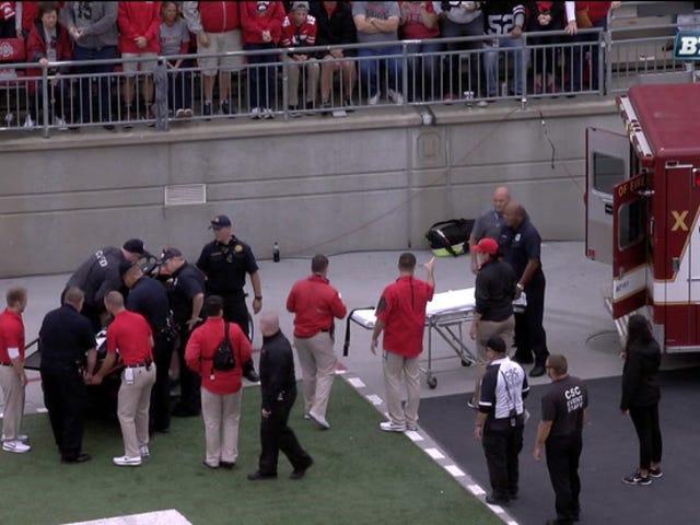 Greg Jones di Rutgers tolto il campo in ambulanza dopo la collisione casco-casco con il compagno di squadra [Aggiornamento]