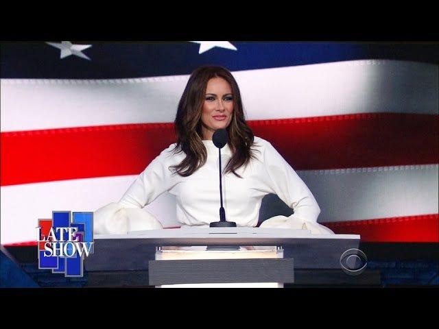 AMAN TANRIM!  Trump'ın Karısı Gerçekten Supergirl'in Annesi (Veya Teyze)
