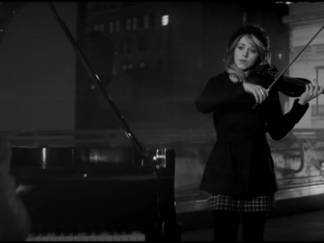 Die YouTube-Geigerin Lindsey Stirling macht den Spider-Man Sound so hübsch