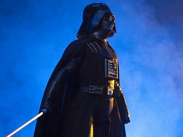 Denne imponerende Quarter-Scale Vader figurstativene over to-føttes høye