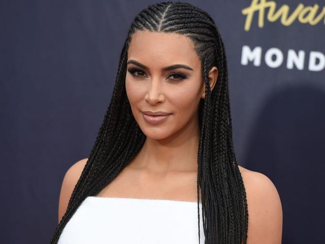 """Kim Kardashian sanoo päätöksensä käyttää Cornrows oli """"Okei"""", niin se on se"""