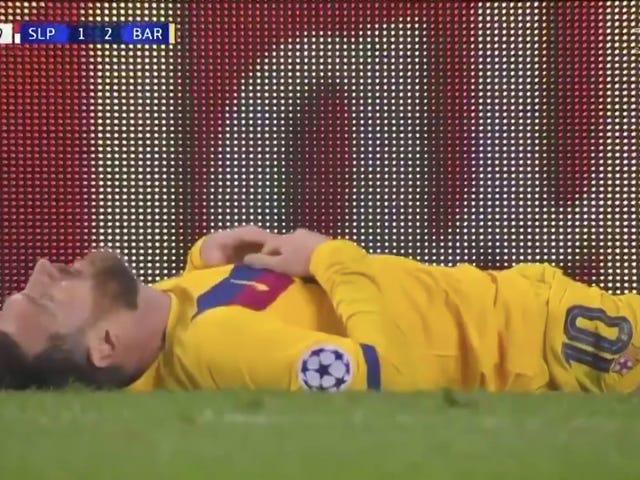 Lionel Messi rút khỏi một trong những hoa hậu tồi tệ nhất trong sự nghiệp, có lẽ là để chứng minh anh ấy là con người