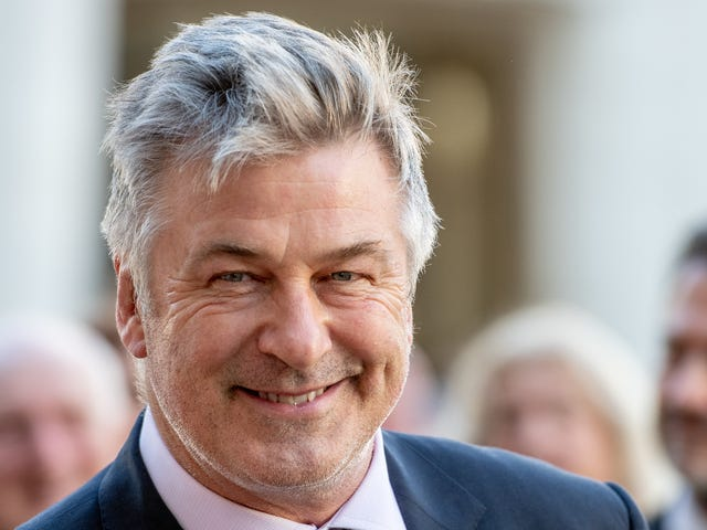Dear God, now Alec Baldwin thinks he should run for president, too