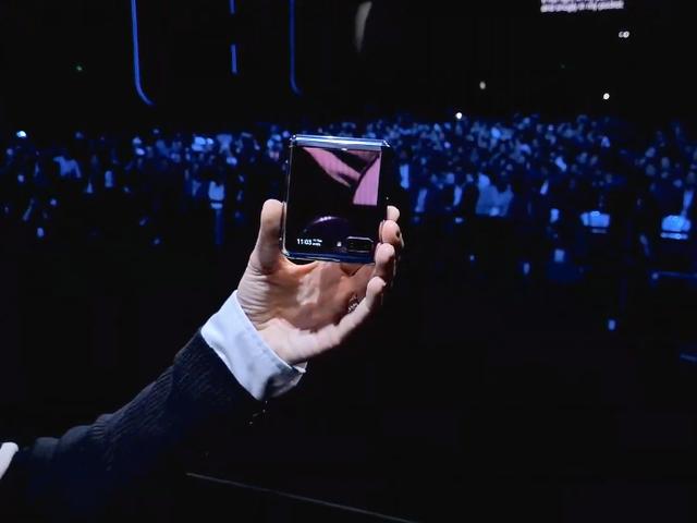 Samsungs anden sammenklappelige telefon er endelig her: Mød Galaxy Z Flip
