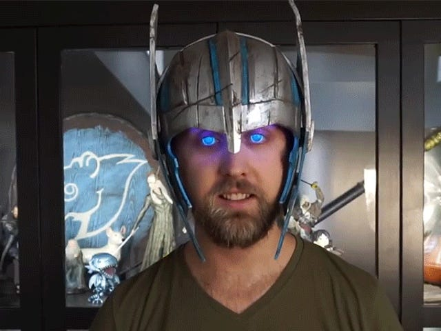 Clever Cosplayer Designed a Helmet That Makes His Eyes Intensely Glow Like Thor's Do