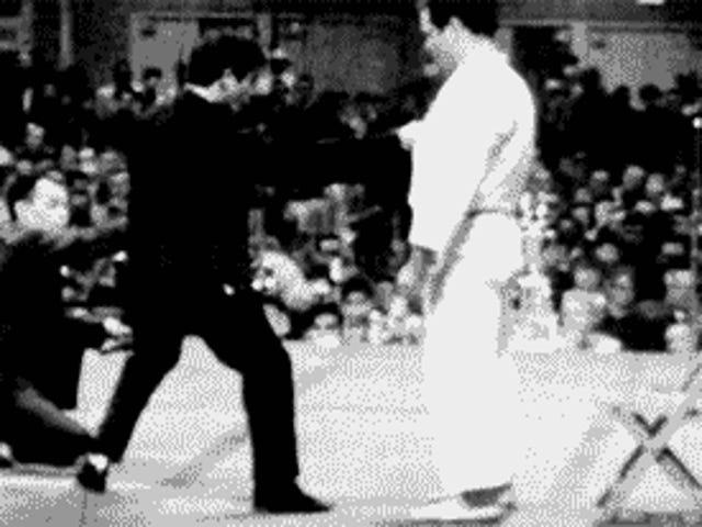 El hombre que retó um Bruce Lee a una pelea real pro mermites