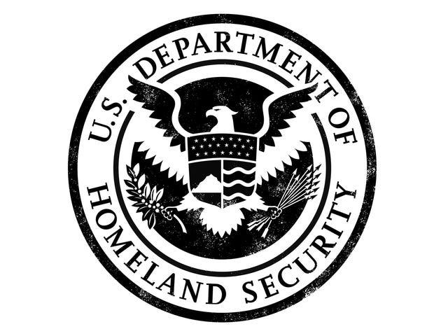 L'agent de patrouille frontalière a attrapé regarder le porno au travail, blâme le filtre d'Internet pour ne l'arrêtant pas