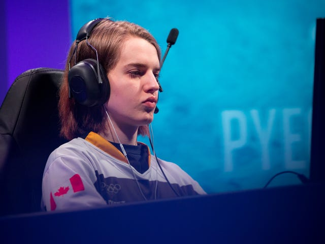 If StarCraft Is Dead, No One Told Scarlett