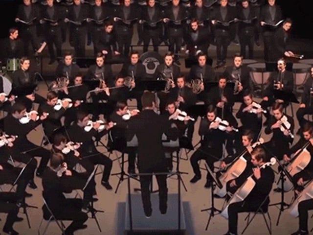 음악가가 70 인조 오케스트라에서 모든 악기를 한 번에 연주하는 것을 지켜보십시오.
