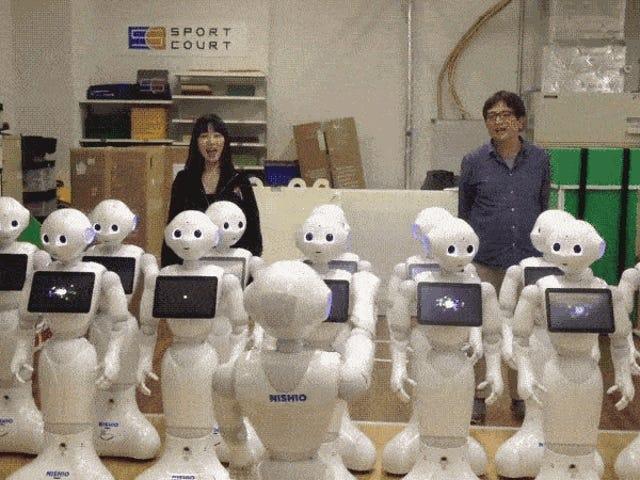 15 robots cantantes suenan como un coro del infierno