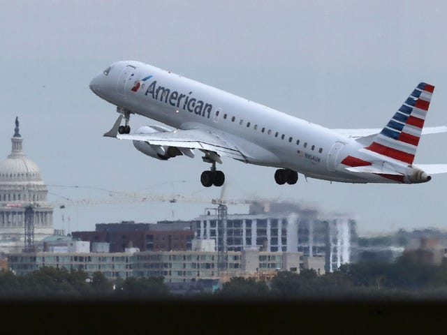 #FlyingWhileBlack: Harvard Law School Student Booted From American Airlines Plane With Infant<em></em>