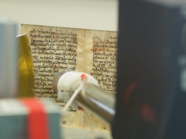 Accélérateur de particules révèle le texte médical grec ancien sous les psaumes religieux sur le parchemin