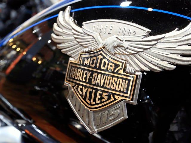Trump hỏi Harley-Davidson không phải để di chuyển công việc ở nước ngoài sau khi bắt đầu một cuộc chiến thương mại đó buộc Harley để di chuyển công việc ở nước ngoài