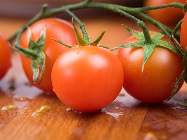 Sprinkle Sugar on Subpar Tomatoes to Improve Their Flavor