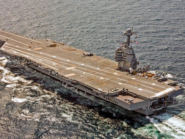 De grote, mooie nieuwe luchtvaartmaatschappij van de Amerikaanse marine heeft hilarisch de toiletten verprutst