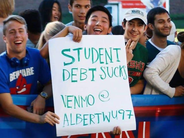 พบกับอัลเบิร์ตวูนักศึกษาใหม่ของมหาวิทยาลัยวอชิงตันที่อยากให้คุณเป็นหนี้นักศึกษาของเขา