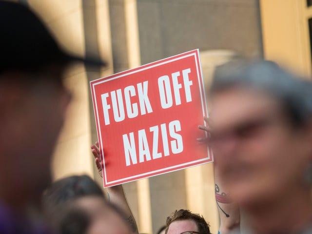 Isto é o que eles significaram por 'Great Again': é 2018 e a América está se preparando para um ataque nazista