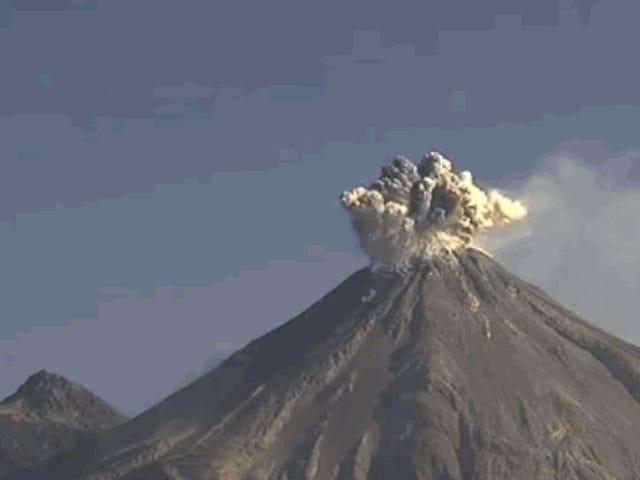 Captan en vídeo una impresionante blastión volcánica en México