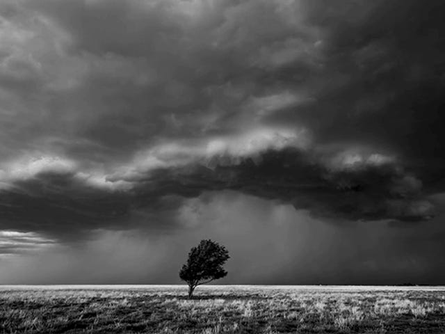 There's Something Super Eerie About Watching Thunderstorms Unfold in Black and White