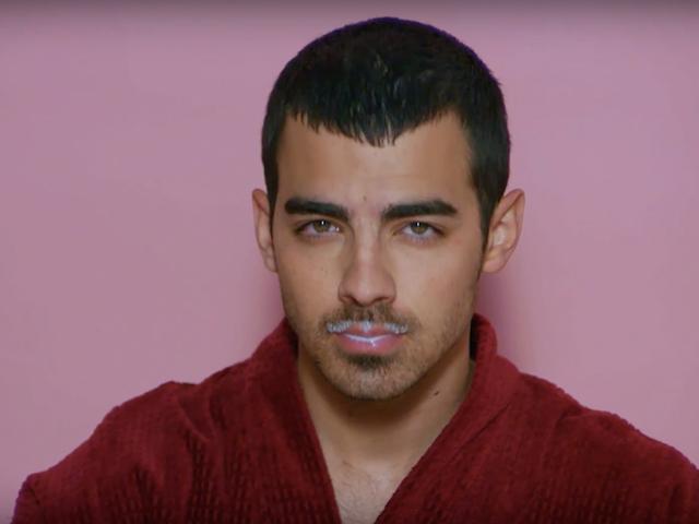Joe Jonas, Diplo, Riz Ahmed Star nel calendario di Take the the-the-Month di Charli XCX