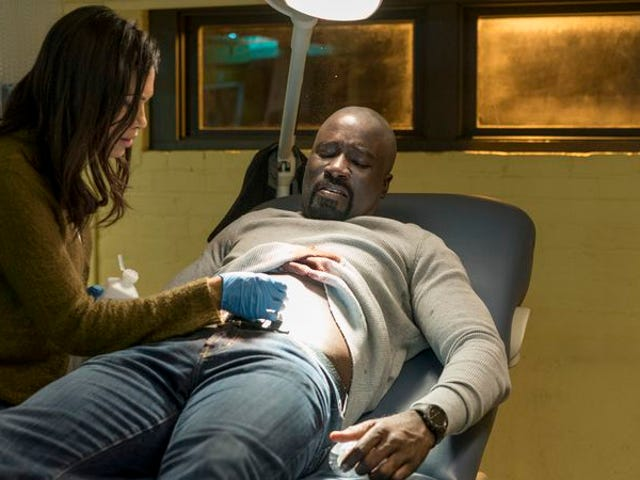 """<a href=https://tv.avclub.com/diamondback-turns-luke-cage-into-a-horror-movie-1798189353 data-id="""""""" onclick=""""window.ga('send', 'event', 'Permalink page click', 'Permalink page click - post header', 'standard');"""">Diamondback verandert <i>Luke Cage</i> in een horrorfilm</a>"""
