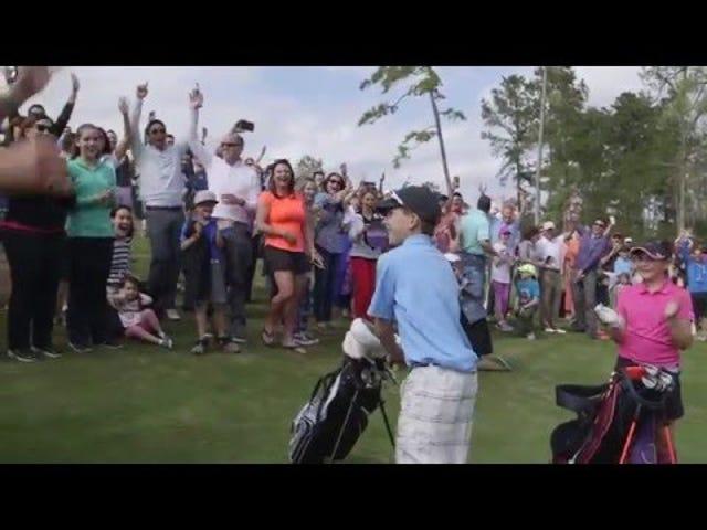 Golf Child Christens: le nouveau parcours de Tiger Woods avec un trou d'un coup