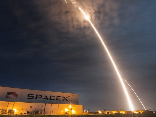Money Won't Save SpaceX's Moon Tourists If Something Goes Wrong