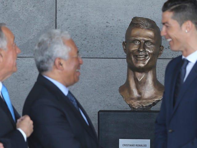Cristiano Ronaldo honoré d'un buste épais qui peut être imprégné de magie sombre