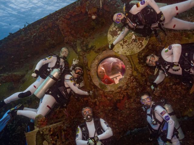 Een groep astronauten leeft twee weken onder water om het leven op Mars te ervaren