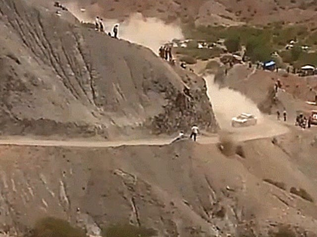 Carlos Sainz neemt bijna toeschouwers uit in terreurende Dakar Crash