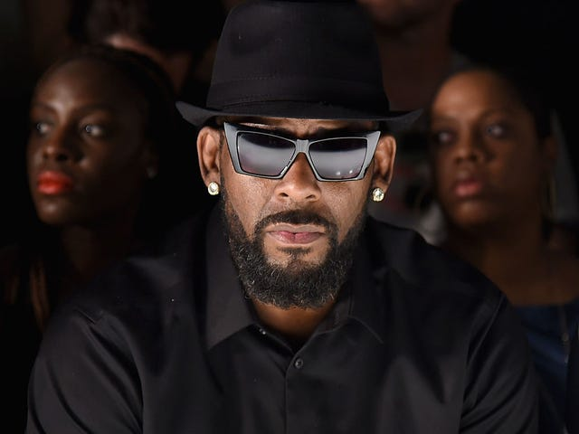 Man Files Suit Against R. Kelly, Charging He Had Affair With His Wife and Gave Her Chlamydia