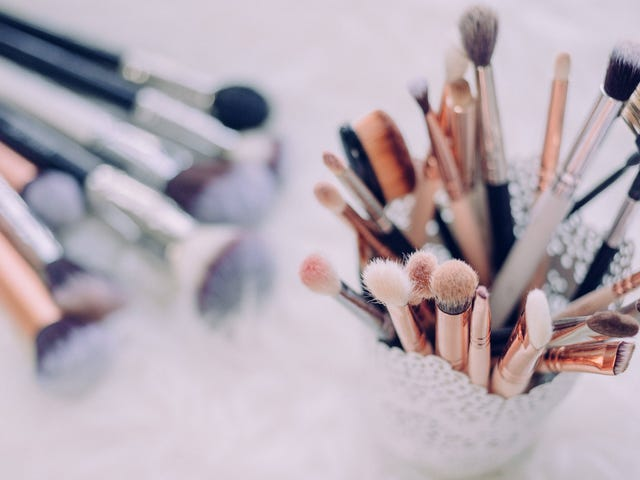 Oh Uh-Huh, You Need To Wash Your Makeup Brushes. Here's How.