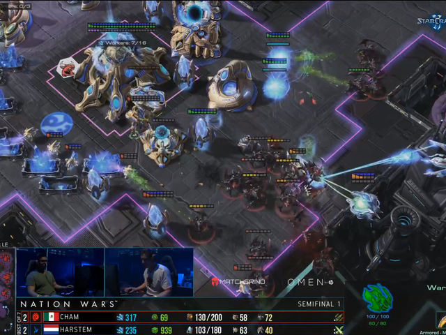 StarCraft Player Holds Out Against Overwhelming Zerg Swarm